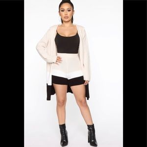 NWT🏷Fashion Nova 2 piece Sweater/Short Set L